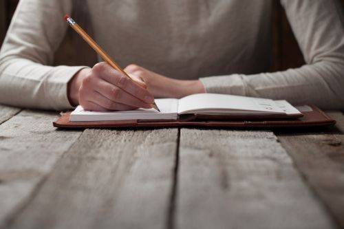 La necesidad de acudir a los redactores de textos