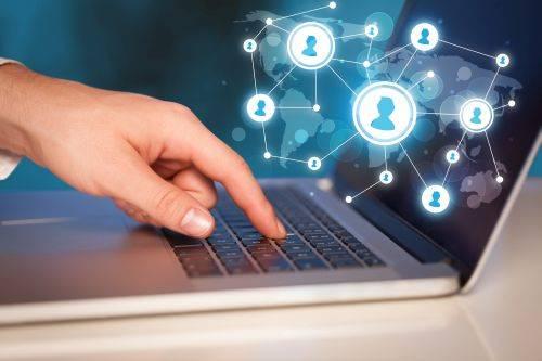 Razones por las que vale la pena contratar un redactor profesional para tus contenidos en redes sociales