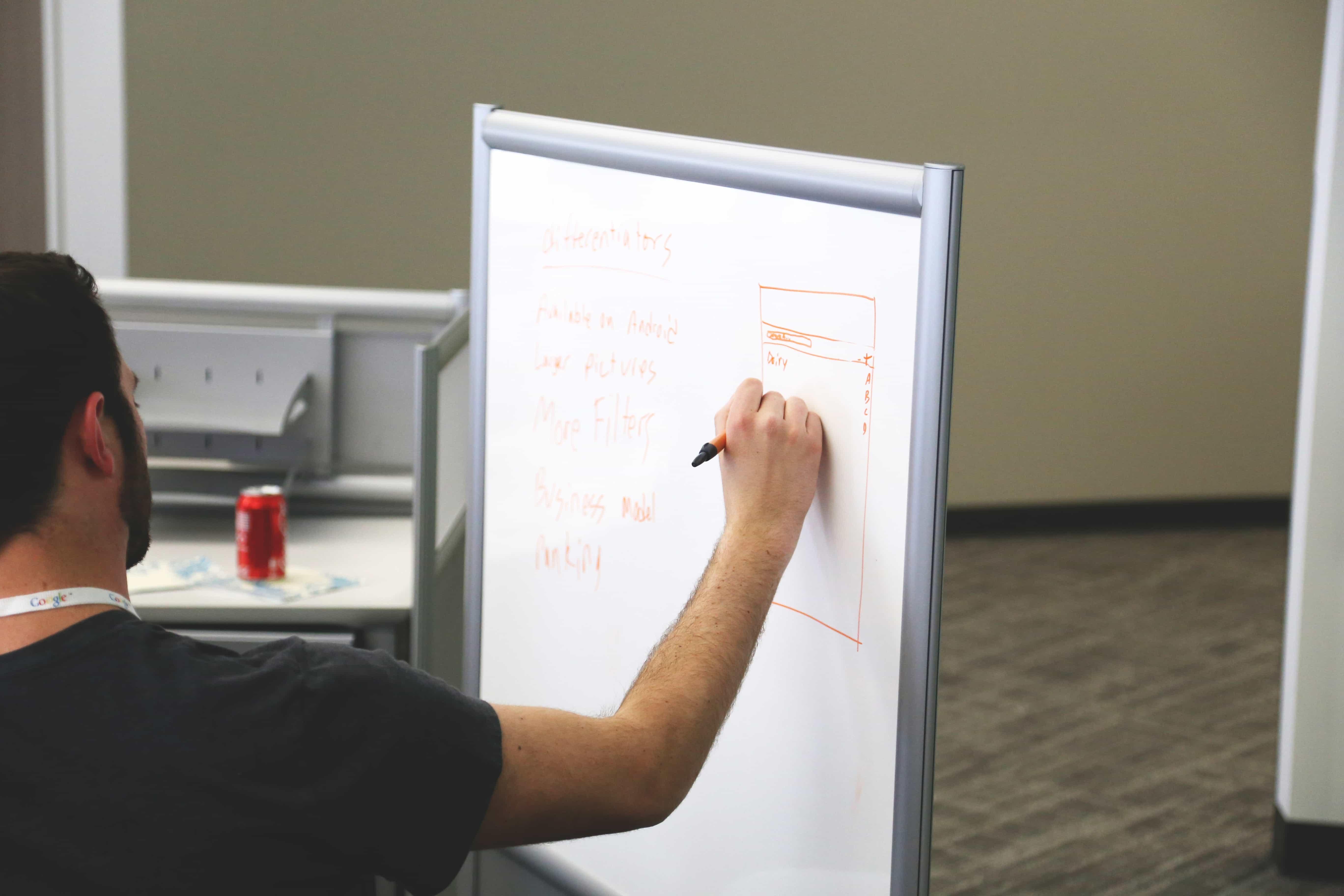 Estrategia de marketing de contenidos.  4 razones para contratarlas.
